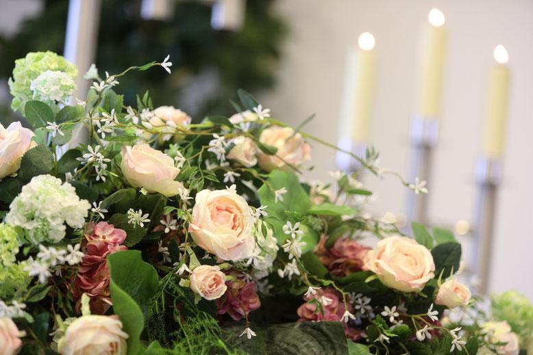 Blumengesteck im Trauerraum, Bestattungen Rudolph oHG